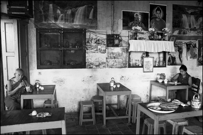Teashop, Moulmein, Birmanie, 2006 © Manon Ott