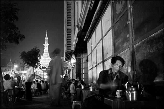Nuits de Rangoon, Birmanie, 2006 © Manon Ott